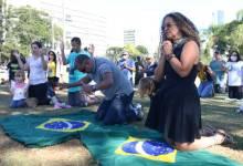 Photo of #Vídeo: Incentivados pelo presidente Bolsonaro, grupos rompem isolamento e fazem manifestações pelo país