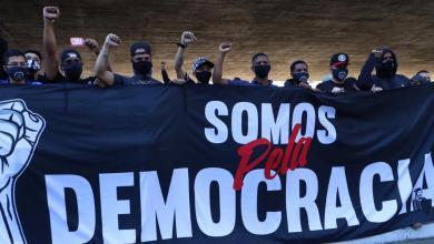 """Photo of """"A paciência esgotou"""", dizem torcedores de quatro times paulistas que saíram às ruas em defesa da democracia"""