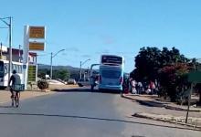 Photo of #Chapada: Morador flagra ônibus da Emtram vindo de São Paulo deixando passageiros em Boninal; veja vídeo