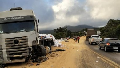 Photo of Duas carretas colidem na região do Morro do Pai Inácio e um dos motoristas fica ferido