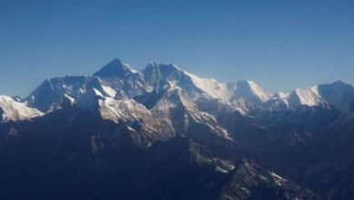 Photo of Nepal vai reabrir Everest para alpinistas em meio a casos de covid-19 para impulsionar a economia