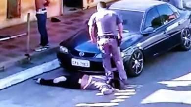 Photo of #Brasil: Policial militar de São Paulo quebra perna e pisa no pescoço de mulher negra rendida no chão