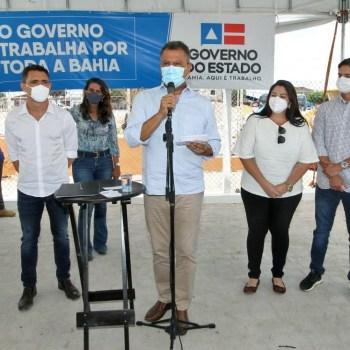 O governador Rui Costa e comitiva durante entrega de obras em Utinga | FOTO: Mateus Pereira/ GOVBA |