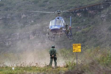 Os combatentes tiveram ajuda aérea para debelar focos de incêndio   FOTO: Paula Fróes/GOVBA  
