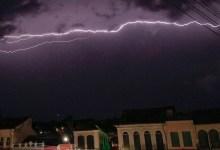 Photo of #Chapada: Fotógrafo morador de Lençóis registra momento exato quando raio atravessou o céu da cidade