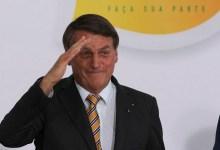 """Photo of #Polêmica: """"Não adianta me cantar"""", responde Bolsonaro em publicação da IstoÉ que o chamou de """"brocha"""" e """"gay passivo"""""""