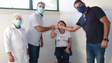 Photo of #Piatã: Técnica de enfermagem de 53 anos é a primeira vacinada contra a covid; prefeito quer ampliação de campanha
