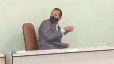 Photo of #Vídeo: Enxada é arremessada contra prefeito de Tabocas do Brejo Velho durante posse e polícia investiga caso