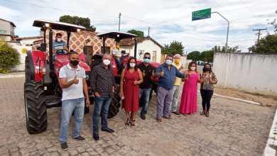 Photo of #Chapada: Prefeito de Boa Vista do Tupim entrega dois tratores aos pequenos produtores rurais do município