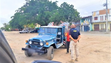 Photo of #Bahia: PRF flagra motorista dirigindo caminhonete sentado em cadeira de bar
