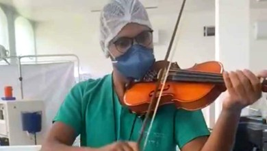 Photo of #Chapada: Vídeo mostra técnico de enfermagem tocando violino para pacientes com covid-19 internados em Jacobina