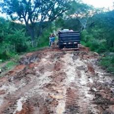 A situação da estrada já foi comunicada ao setor de obras da prefeitura, mas nada foi feito | FOTO: Divulgação |