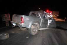 Caminhonete ficou destruída com o impacto da batida | FOTO: Marlon Ferraz/Blog do Braga |