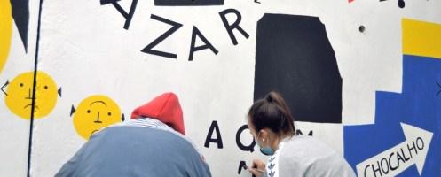 Jovens 'pintam' aldeia para registar património