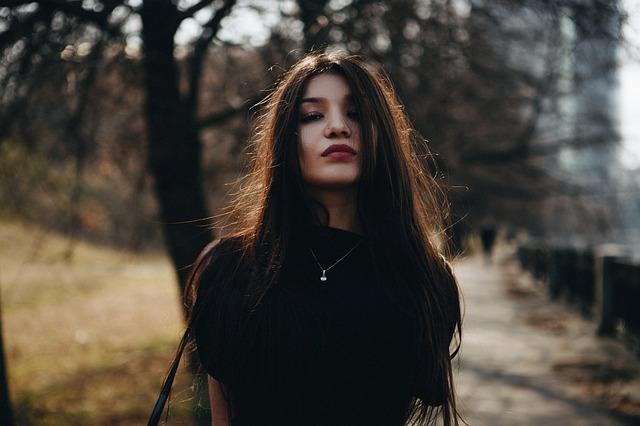 Óleo de coco realmente alisa o cabelo?