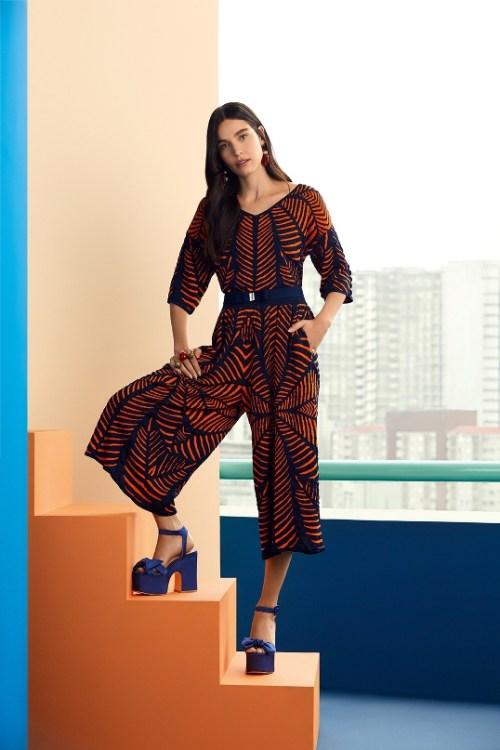 conjunto pantacourt marinho e laranja tricô jacquard conforto mais salto alto azul klein - cea gig ellen milgrau