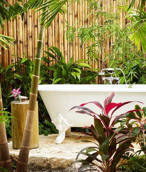 banheira ao ar livre no hotel golden eye jamaica jardim jacuzzi vitoriana