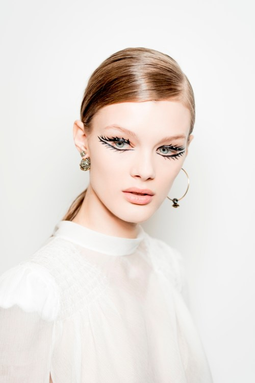 olhos delineados alta costura Dior