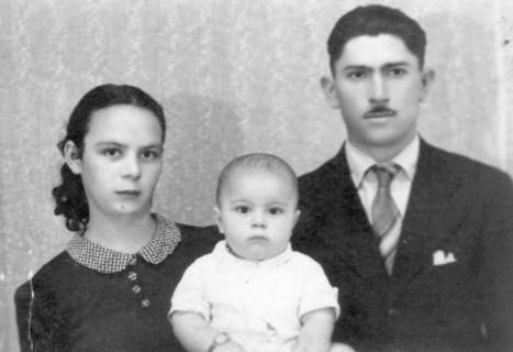 Geraldo Polezze entre seus pais Gidália e Santo