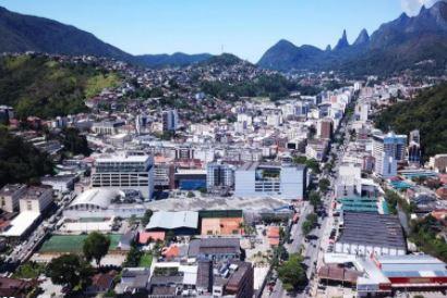 Suspeito de gerenciar o tráfico no Rosário em Teresópolis é preso com mil pinos de cocaína