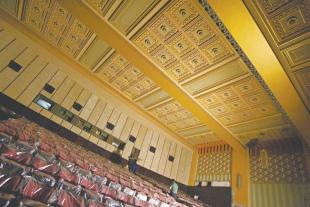 Cine Teatro São Luiz, em obras há 10 meses e, ganhou data de reabertura. Em nova fase, espaço investirá não apenas na sétima arte, mas em ações voltadas para o teatro, a música e a dança, além de abrigar exposições FOTO: HELOSA ARAUJO