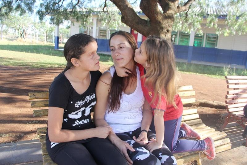 Vanessa com as filhas Talita e Emely | Foto: Nara Coelho/Fatos do Iguaçu