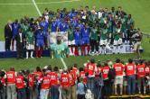 Camarões, 2004: a França por pouco não deixou escapar o bicampeonato na Copa das Confederações, o primeiro conquistado por uma seleção no torneio. Isso porque Camarões surpreendeu naquela edição e só foi derrotada na final na prorrogação. Na hora de erguer a taça, porém, todos ganharam: jogadores franceses e africanos estiveram juntos e homenagearam Marc-Vivien Foé, camaronês que morreu durante a competição. A campeã africana bateu o Brasil na fase de grupos e se classificou em primeiro; foi a primeira vez que a seleção brasileira foi eliminada na primeira fase. Na semifinal, Camarões venceu por 2 a 1 a Colômbia. (Foto: Divulgação)