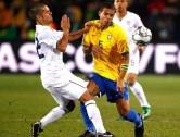 Estados Unidos, 2009: os primeiros jogos da seleção estadunidense não refletem o vice-campeonato daquela edição. Foram duas derrotas para Itália (3 a 1) e Brasil (3 a 0). A classificação só veio graças a vitória por 3 a 0 em cima do Iraque e a vitória brasileira diante da Azurra, que fez com que a representante da América do Norte fosse à semifinal pelo critério de desempate. Contra a Espanha, porém, um surpreendente resultado: 2 a 0 contra a campeã da Europa. Já na final, o time de Lando Donovan teve dois gols de vantagem, mas o Brasil comandado pelo técnico Dunga conseguiu a virada de 3 a 2. (Foto: Divulgação)