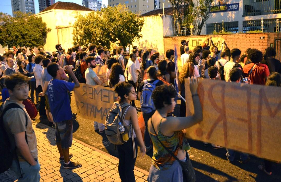Manifestação fez barulho em frente ao escritório de Odelmo Leão