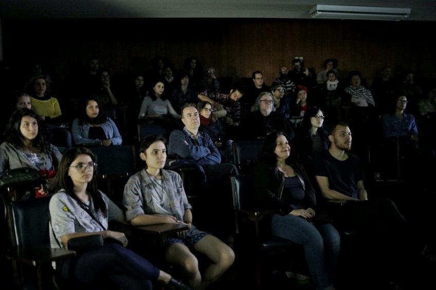 sessão documentário República do Caos