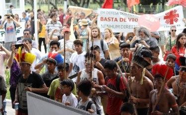 Ato em Porto Alegre denuncia ataques a comunidade indígena Mbya…