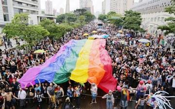 Criminalização da homofobia volta à pauta do STF. Bancada evangélica…