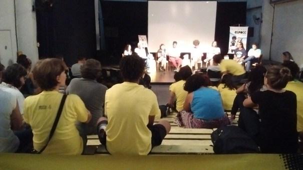 Roda de conversa trouxe à tona diferentes lados do extermínio da juventude negra. Foto: Thaís Cavalcante