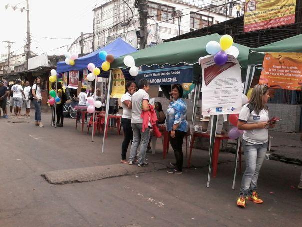 Equipes passaram toda a manhã de domingo na rua Teixeira Ribeiro. Foto: Carolina Vaz