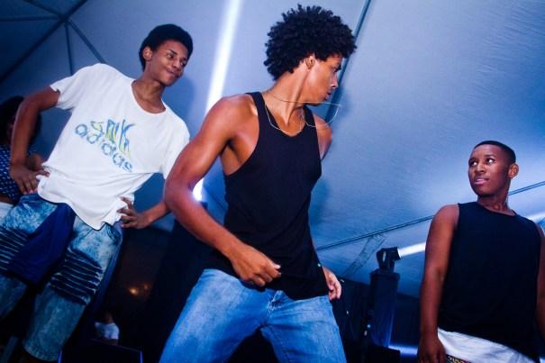 Ton, Ruane e Daison em apresentação em Petrópolis. Foto de Yhas La Porta