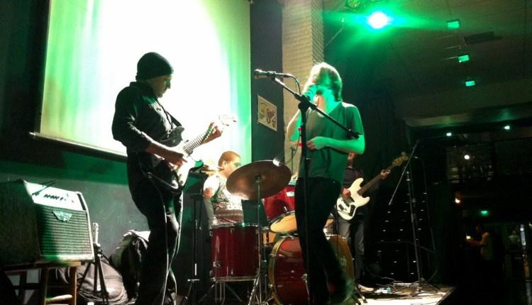 Crédito Fotos: Banda Rockin' Motion: Leandro Cassa (voz), Leandro Mezza (bateria e percussão), Felipe Jacob (contrabaixo) e Amauri Silveira (guitarra e violão).