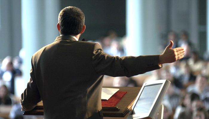 O que diz a Bíblia sobre receber dinheiro para ministrar a palavra, é bíblico um pastor ganhar para pregar? (Reprodução/Internet)
