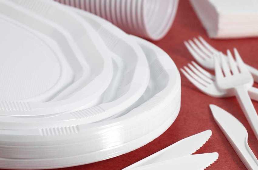 Governo proíbe venda de cotonetes, palhinhas, pratos e talheres de plástico