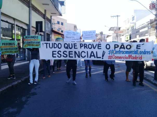 Comerciantes de Contagem protestam na Av. João César de Oliveira, pedindo a reabertura do comércio com segurança (imagens do dia 03/07/2020, enviadas por uma das organizadoras do ato ao Jornal Viva Voz)