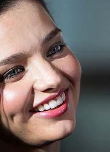 طريقة عمل غمازات طبيعية فى الوجه