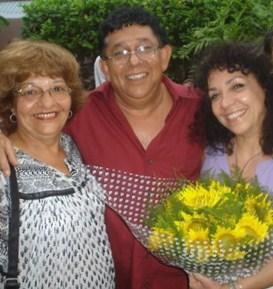 Maria Eugenia Garcia Gonce, la eterna novia-mujer de Josan Caballero, junto al trovador Augusto Blanca y su esposa Rosy, 2007