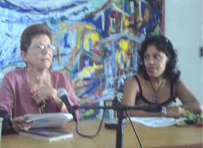 Alga Marina Elizagaray, la que Josán Caballero le descubrió los plagios, en la XVII Feria del Libro de La  Habana.