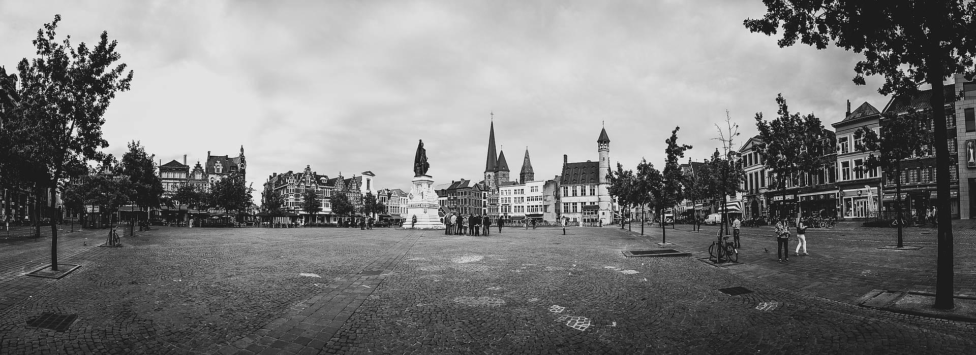Live your Life - Descubre Gante - Vrijdagmarkt