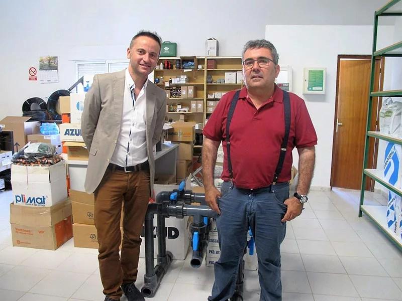 El delegado de Economía de Almería junto a Juan Cáceres, gerente de Riegos Cáceres Belmonte.