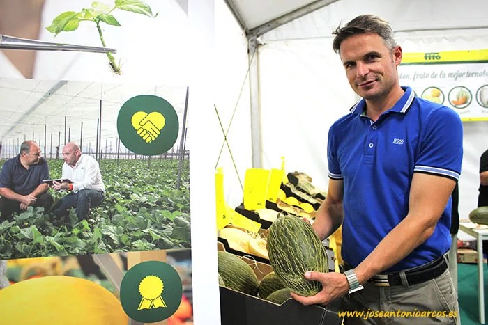 Tom Lombaerts, Produce Chain Manager, con melón 'Manchego'.