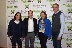 Trabajadores de Pelemix con técnicos agrícolas de Cooperativas