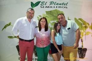 Eloy Martín con su mujer Gema Puga, y Adara Escañuela y su padre Ismael.