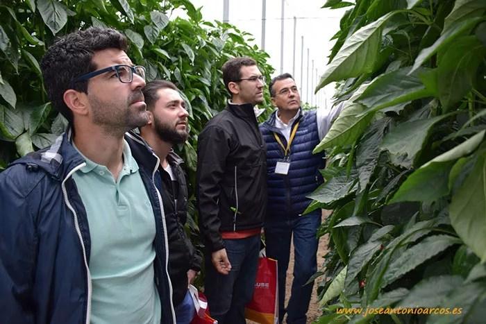 Miembros de Semilleros El Plantel con Javier Achón.