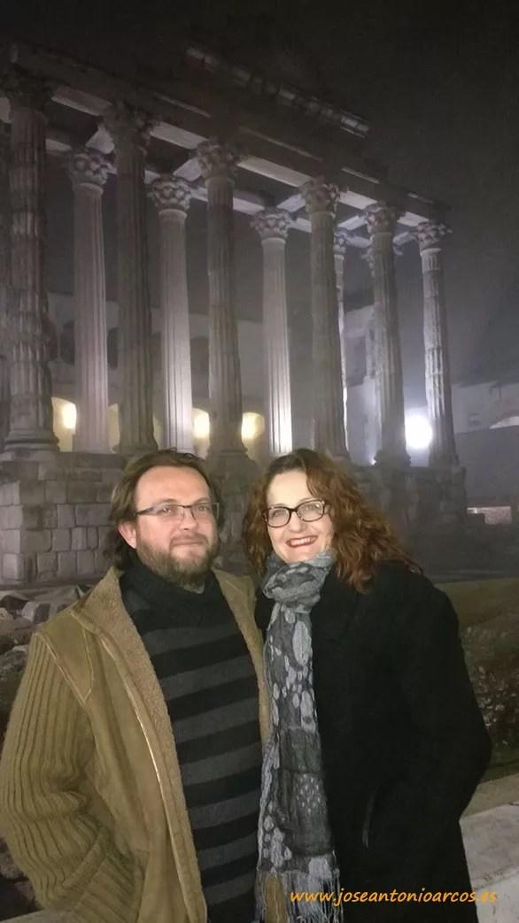 Ana Rubio y José Antonio Arcos en el Templo de Diana de Mérida.