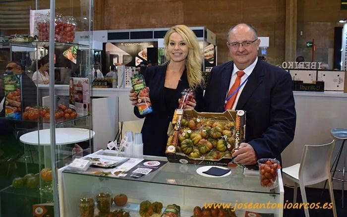 Laura Martín Belmonte, Biosabor; con Miguel Ángel Arenas, director comercial IGP Tomate La Cañada.